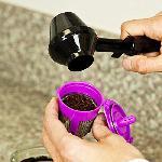 Kávéadagoló kanál praktikus fedéllel