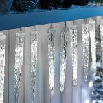 Csepegő 8x50cm-es jégcsap, kül- és beltéri egymásba kapcsolható led füzér