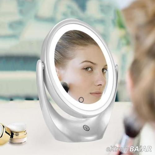 Illuminated cosmetics sminktükör