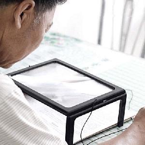 Asztali nagyító LED világítással / olvasáshoz, 2.5X-es nagyítás