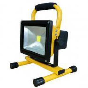 Led akkumulátoros hordozható. újratölthető reflektor fényvető 10W